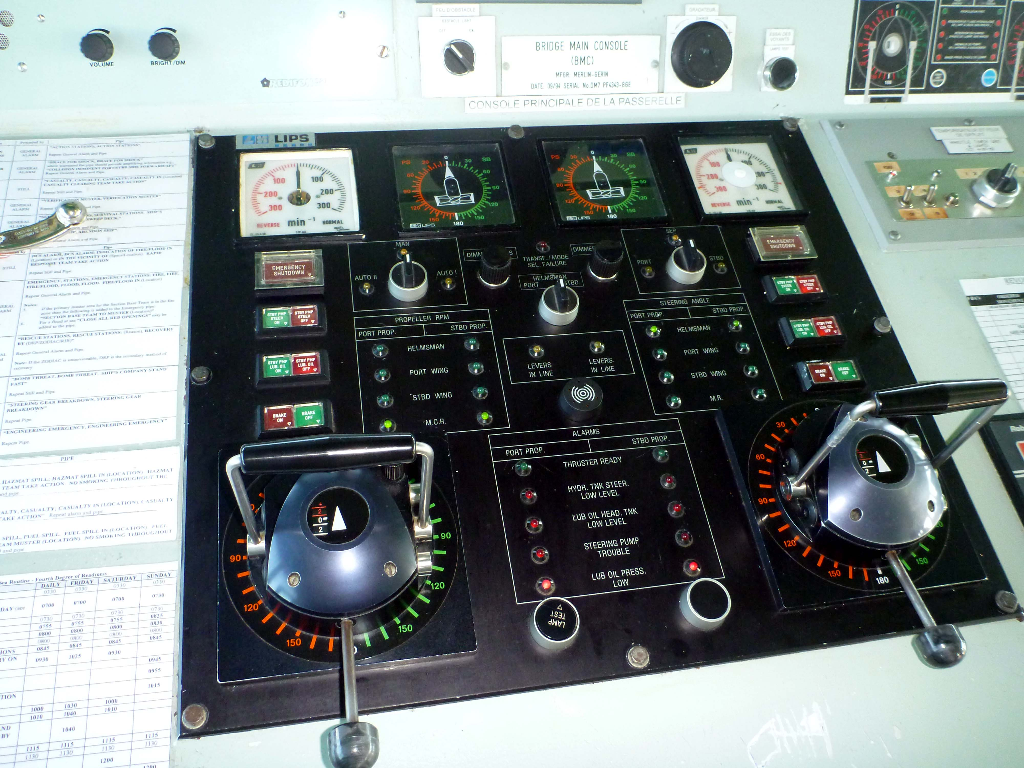 kingston_bridge_steering_console2.jpg